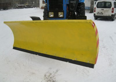 Поворотный снегоуборочный отвал БОС-2.5 на МТЗ